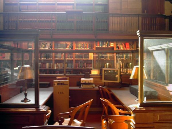 Third floor of the Stephen Schwarzman Building; picture shows objects behind an empty Librarian's desk. By Blurpeace, 6 June 2009